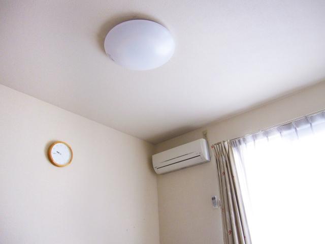 アパートの天井と壁