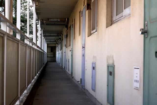 アパートの廊下