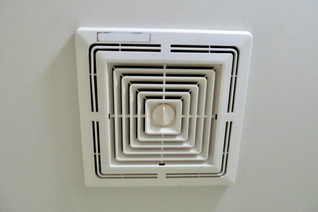 風呂の天井の換気扇