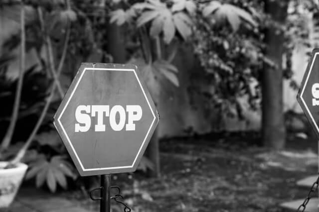 ストップの標識