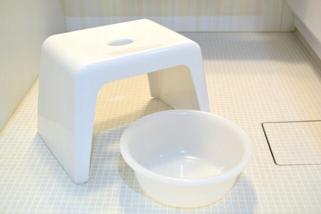 風呂の椅子と洗面器