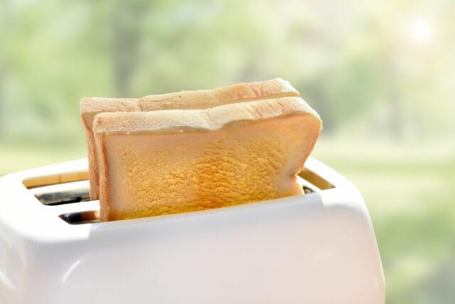 ポップアップトースターで焼いた食パン