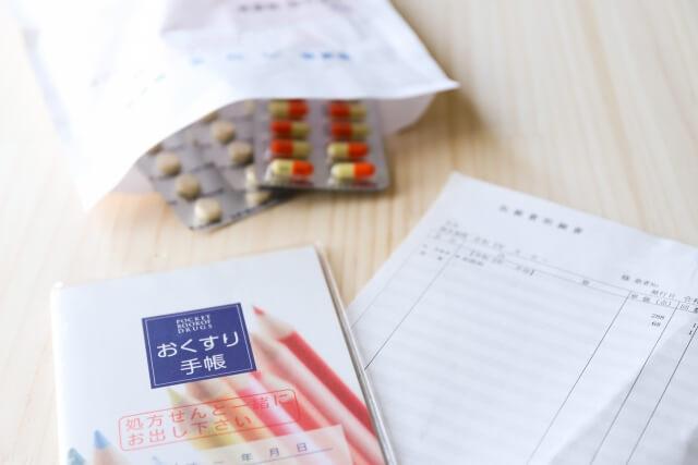 処方された薬とお薬手帳