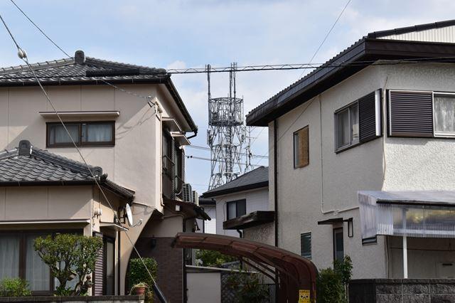 住宅街にある電波塔