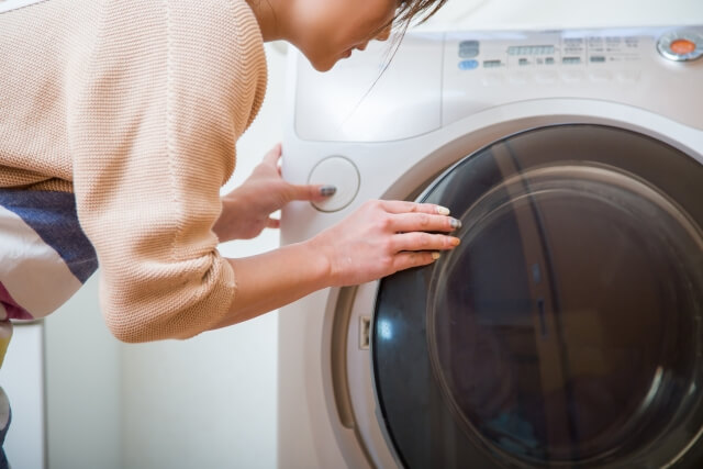 乾燥機を使う人